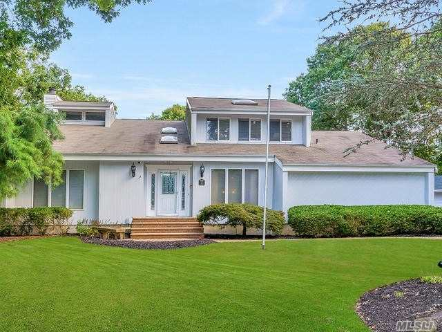 Photo of home for sale at 15 Maria Ct, Wading River NY