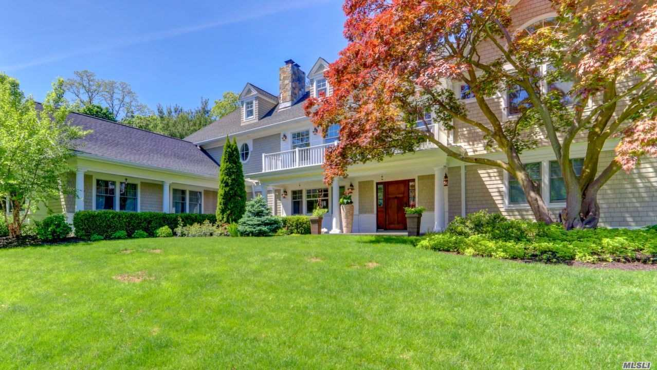 Photo of home for sale at 107 Country Club Dr, Port Washington NY