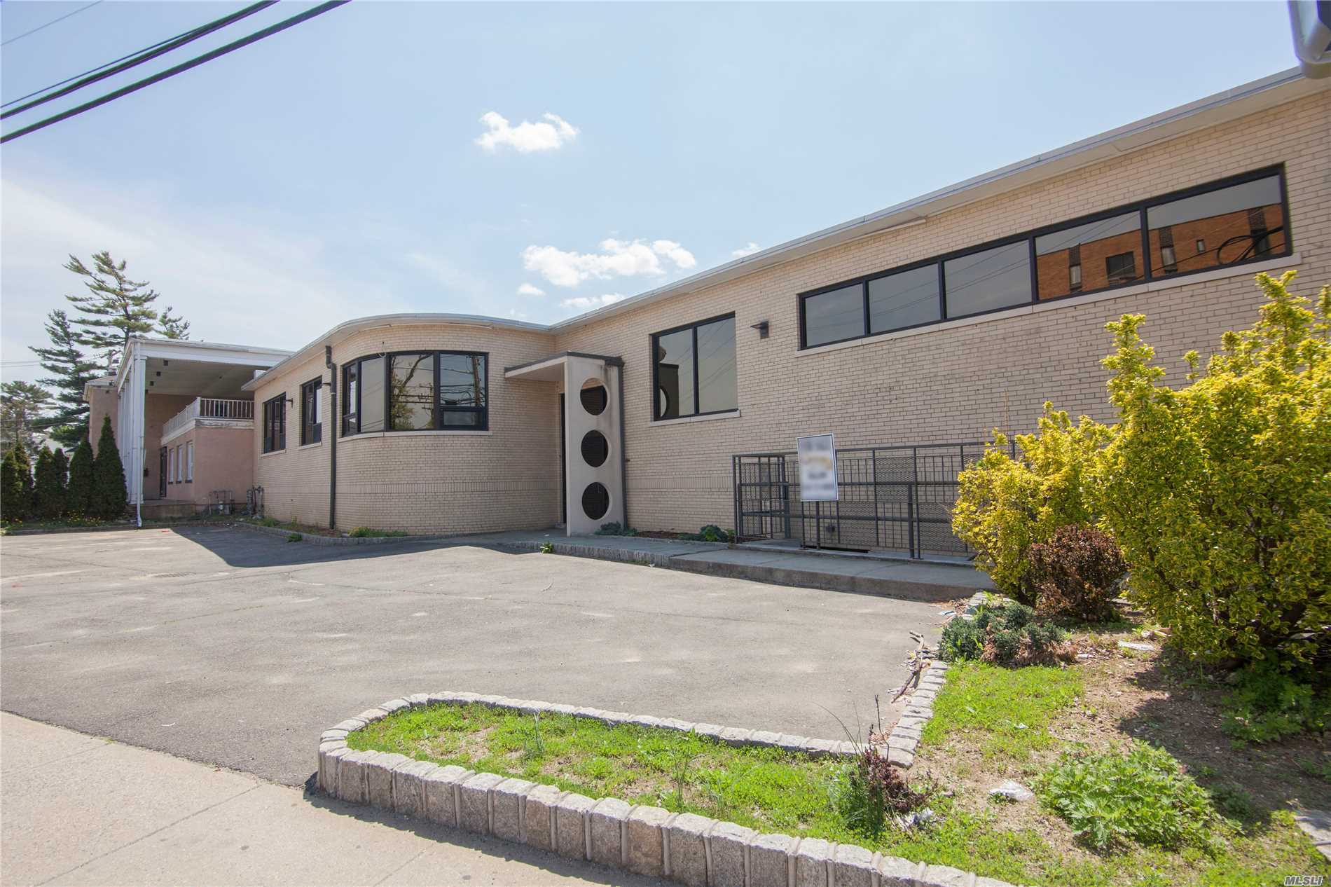 Photo of home for sale at 171 Greenwich St, Hempstead NY