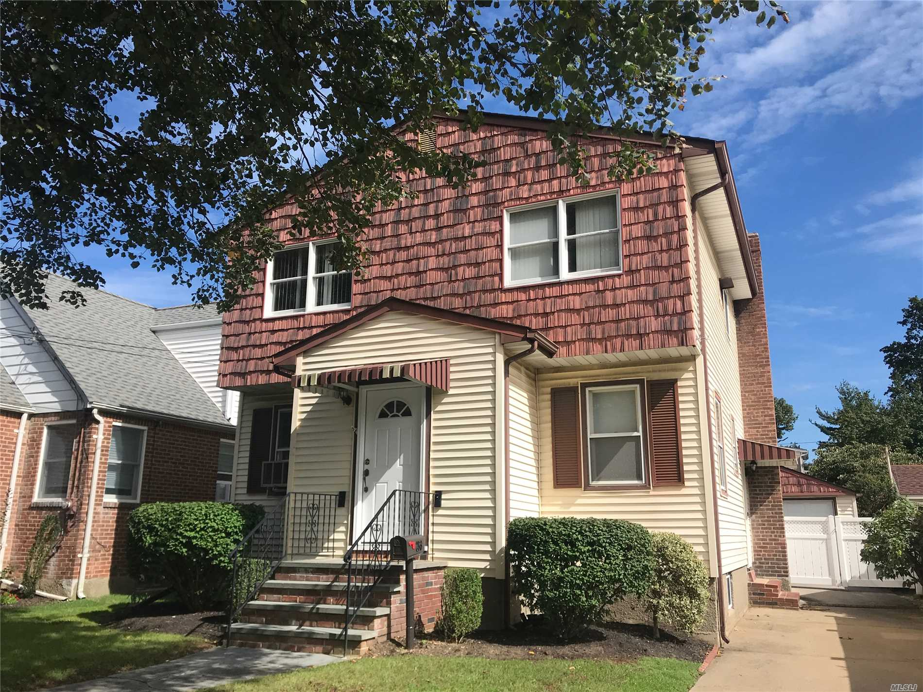 Photo of home for sale at 253 Grange St, Franklin Square NY