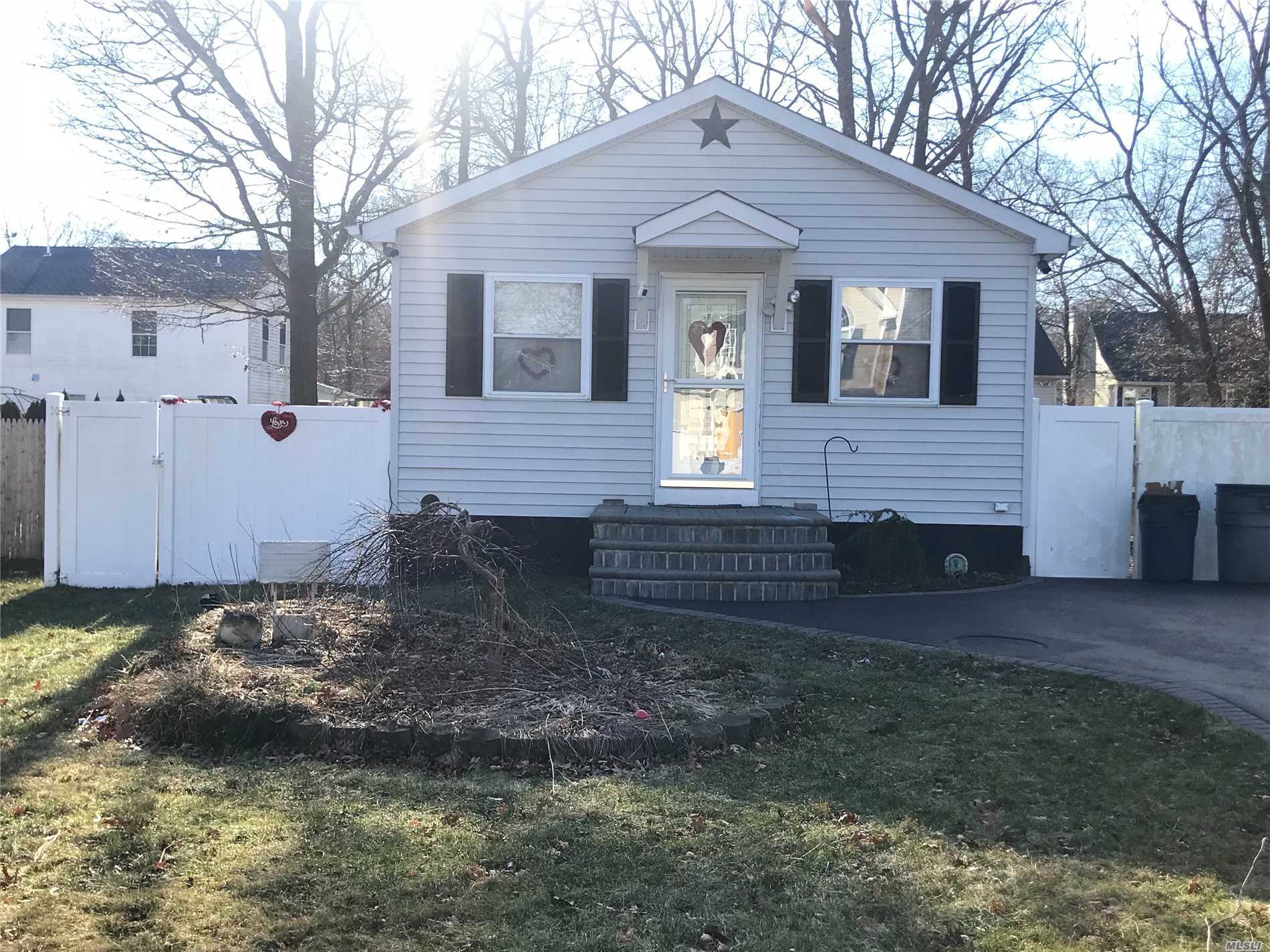 Photo of home for sale at 120 Main Ave, Mastic NY