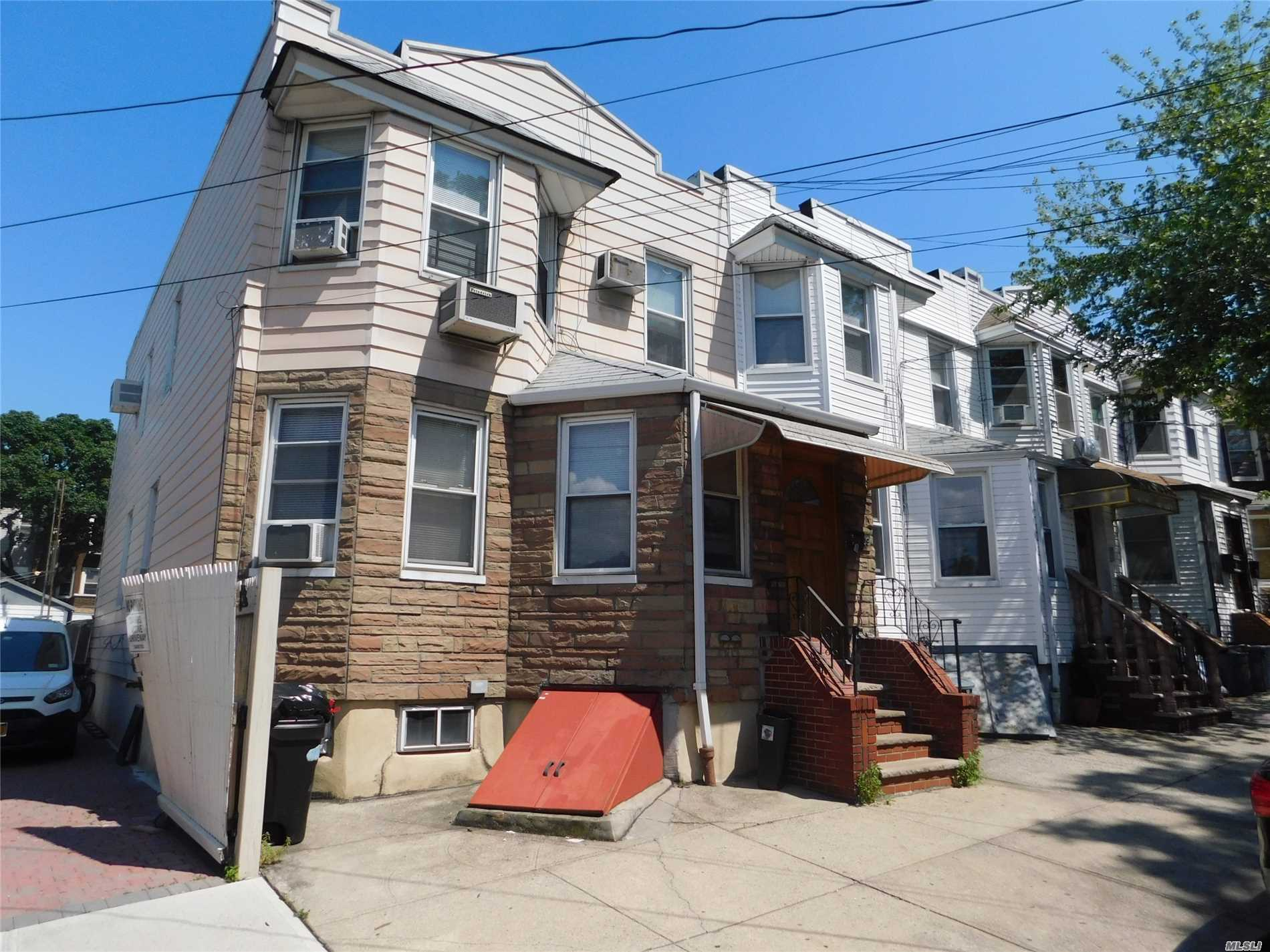 Photo of home for sale at 58-09 60th Pl, Maspeth NY
