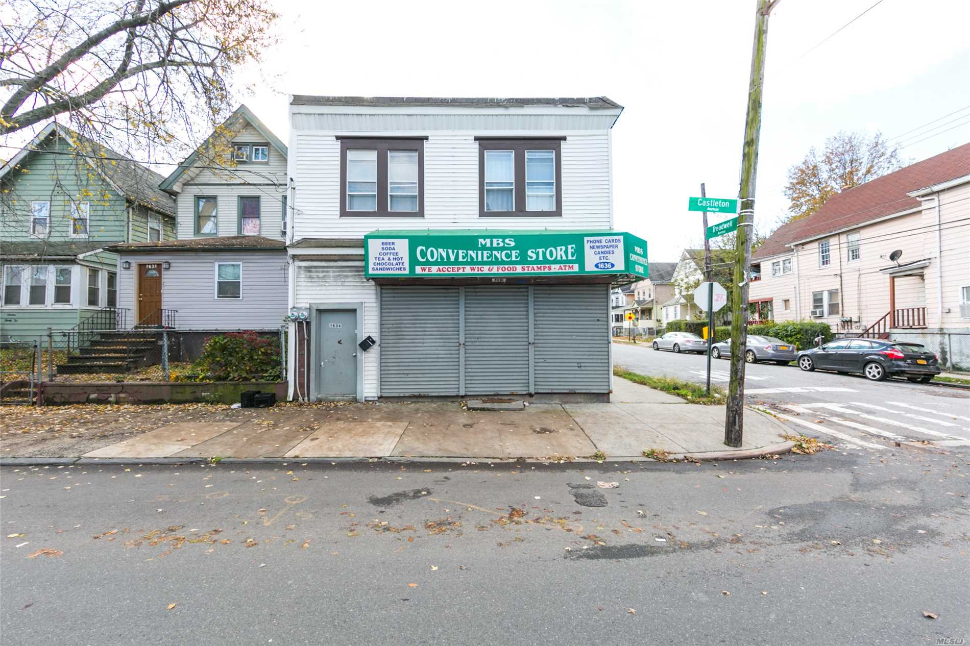 Photo of home for sale at 1636 Castleton Ave, Elm Park NY