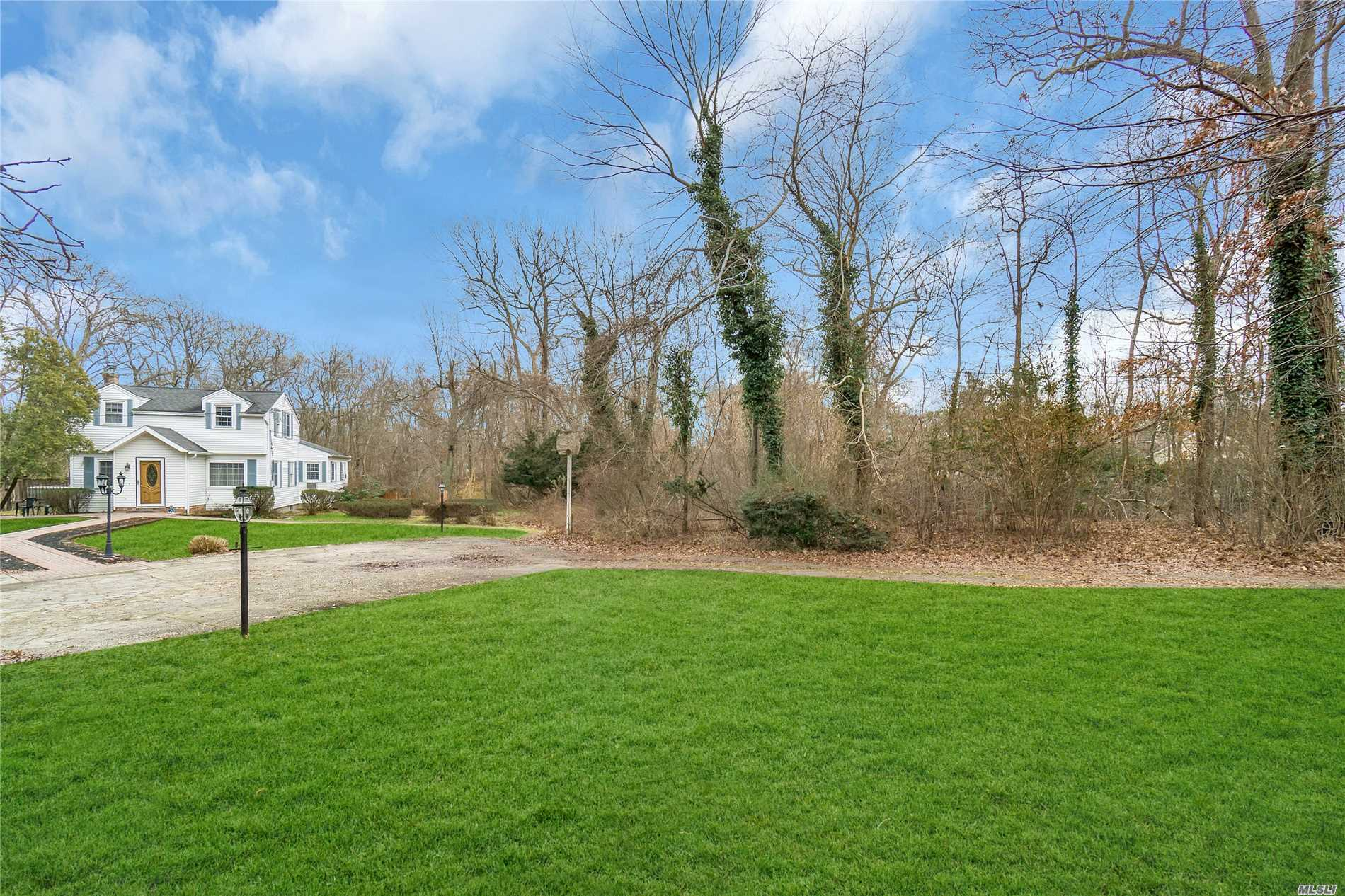 Photo of home for sale at 161 Brooksite Dr, Smithtown NY