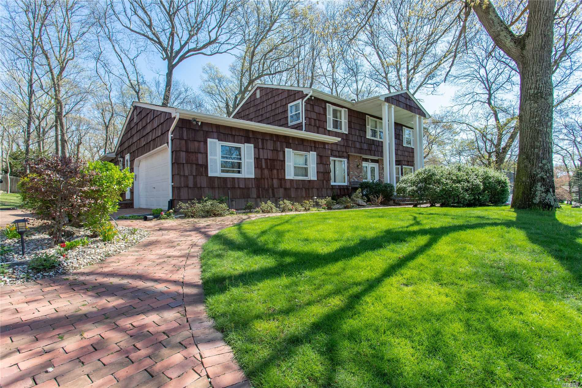 Photo of home for sale at 2 Romack Rd, Huntington NY