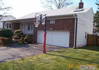 Photo of home for sale at 791 Oakleigh Rd, North Woodmere NY