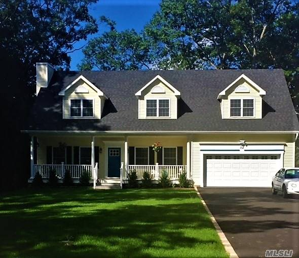 Photo of home for sale at 84 Wylde Rd, Mt. Sinai NY
