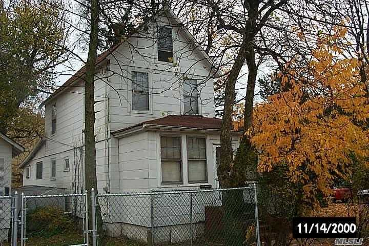 Photo of home for sale at 63 Marguerite Ave, Elmont NY