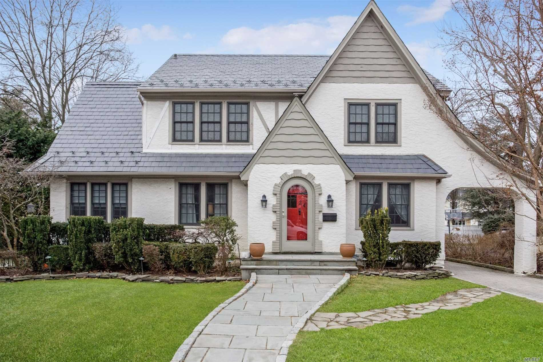 Photo of home for sale at 24 Eton Rd, Rockville Centre NY