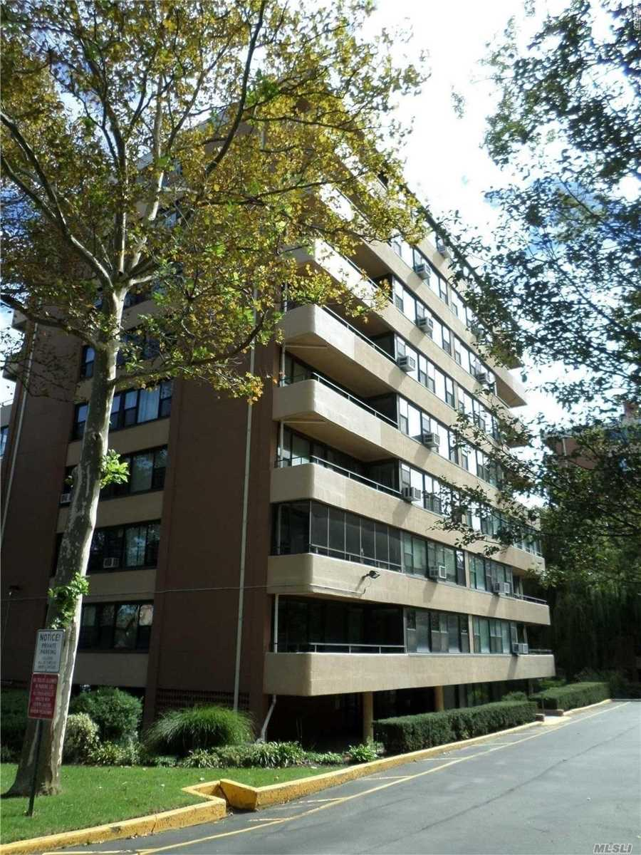 Photo of home for sale at 166-10 Powells Cove Blvd, Beechhurst NY