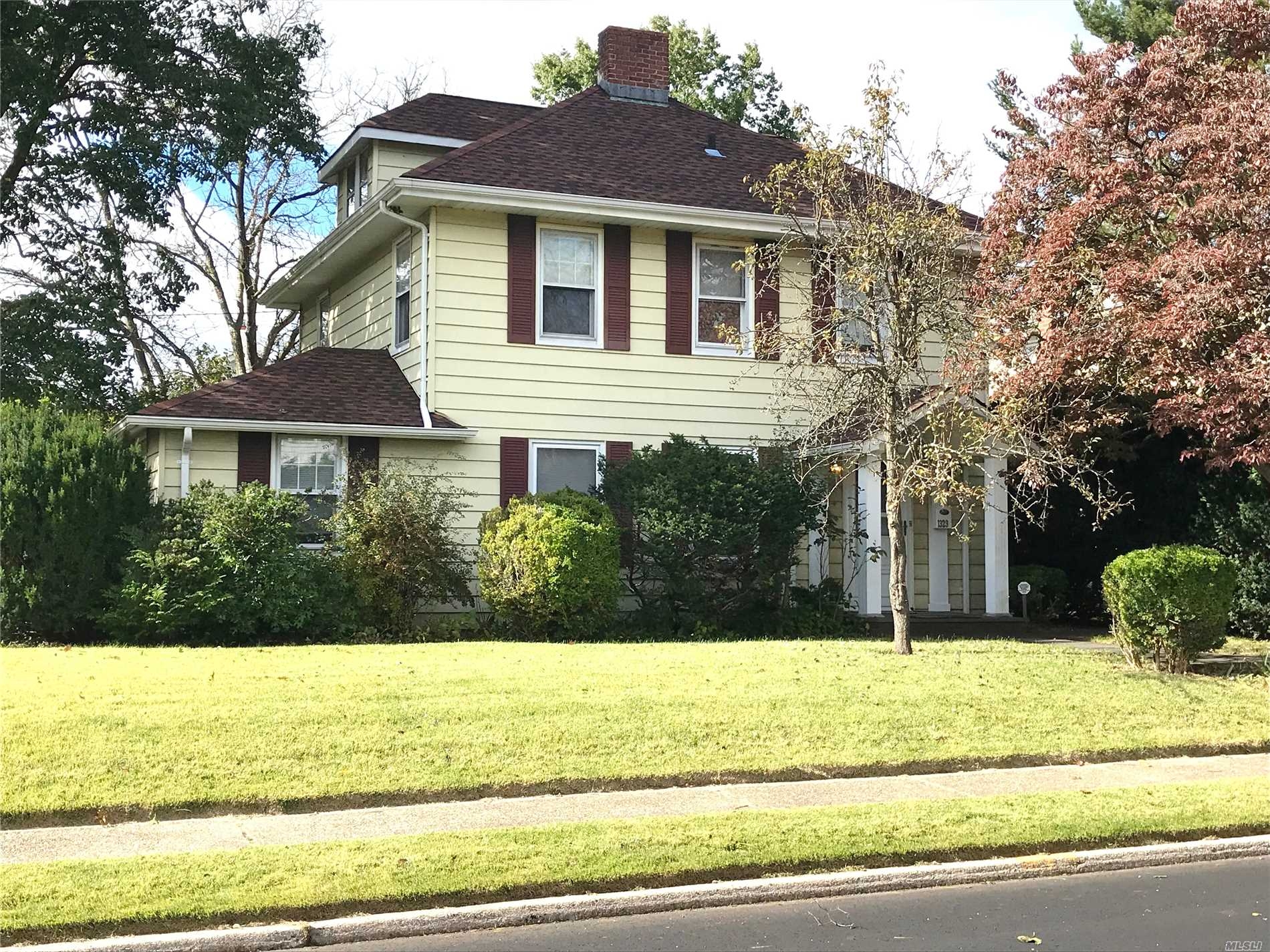 Photo of home for sale at 1329 Grand St, Westbury NY