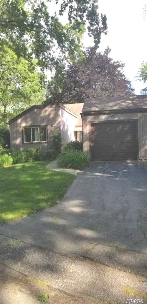 Property for sale at 206 Strathmore Gate Dr, Stony Brook,  New York 11790