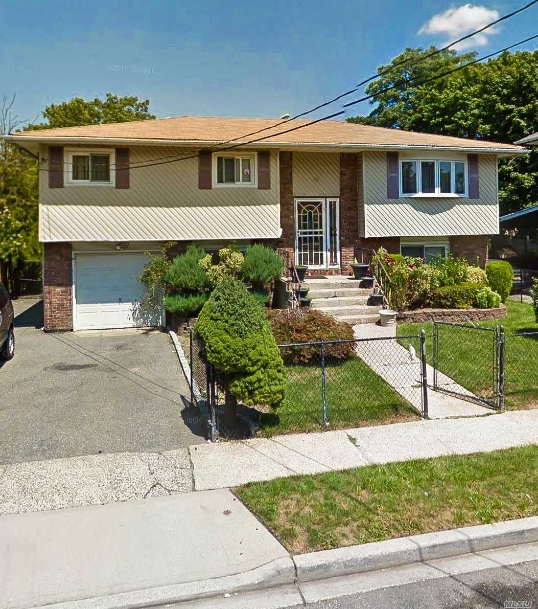 Photo of home for sale at 35 Peters Ave, Hempstead NY
