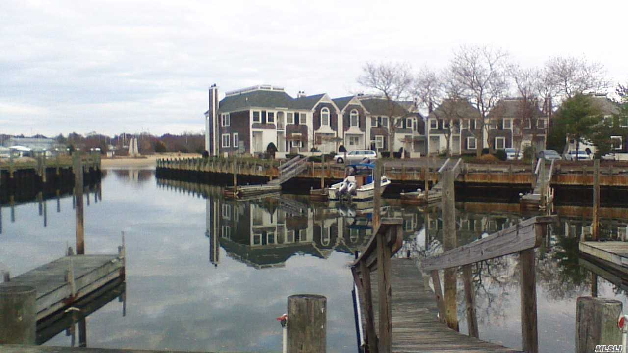 Property for sale at 20 Stirling Cove, Greenport,  New York 11944