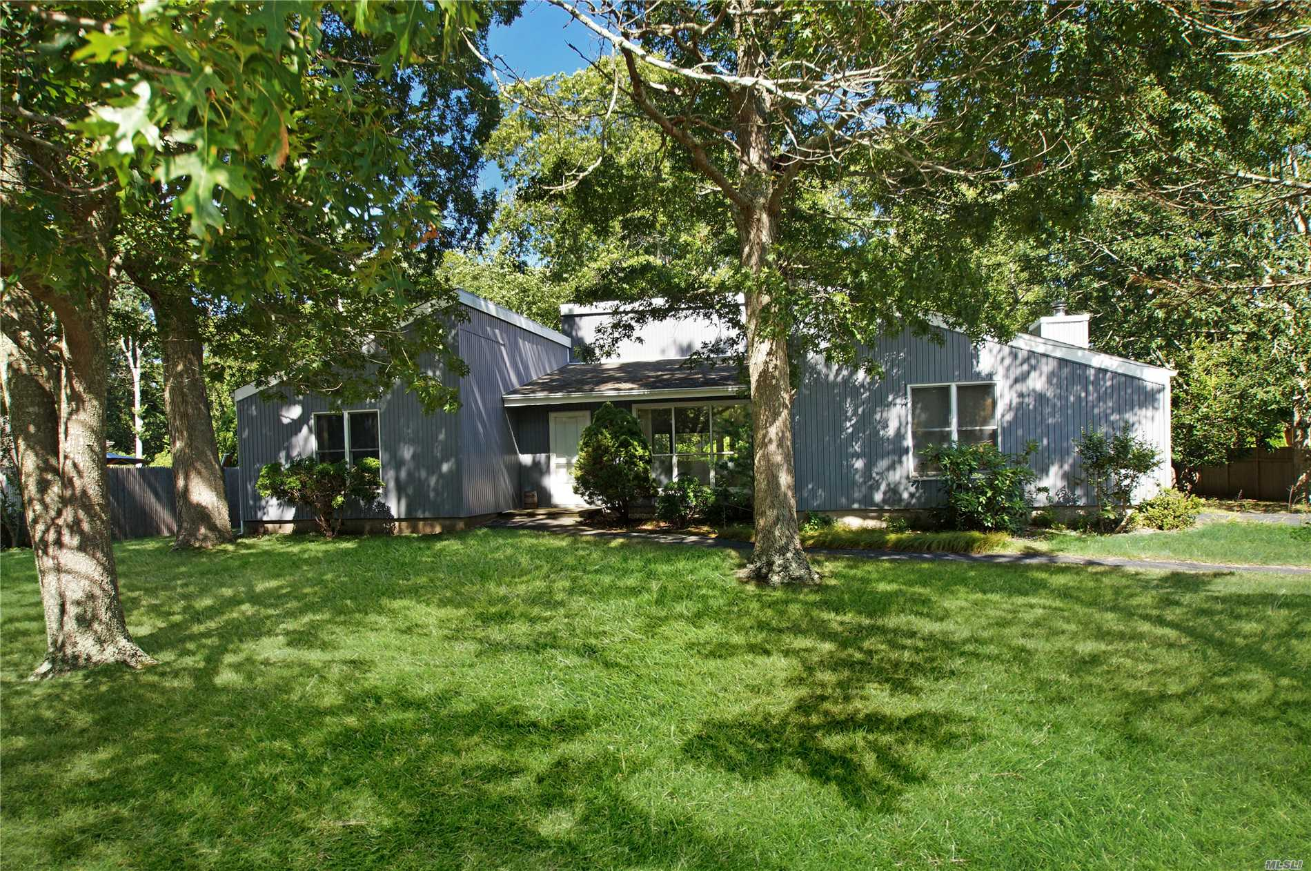 Photo of home for sale at 21 Landing Ln, East Quogue NY