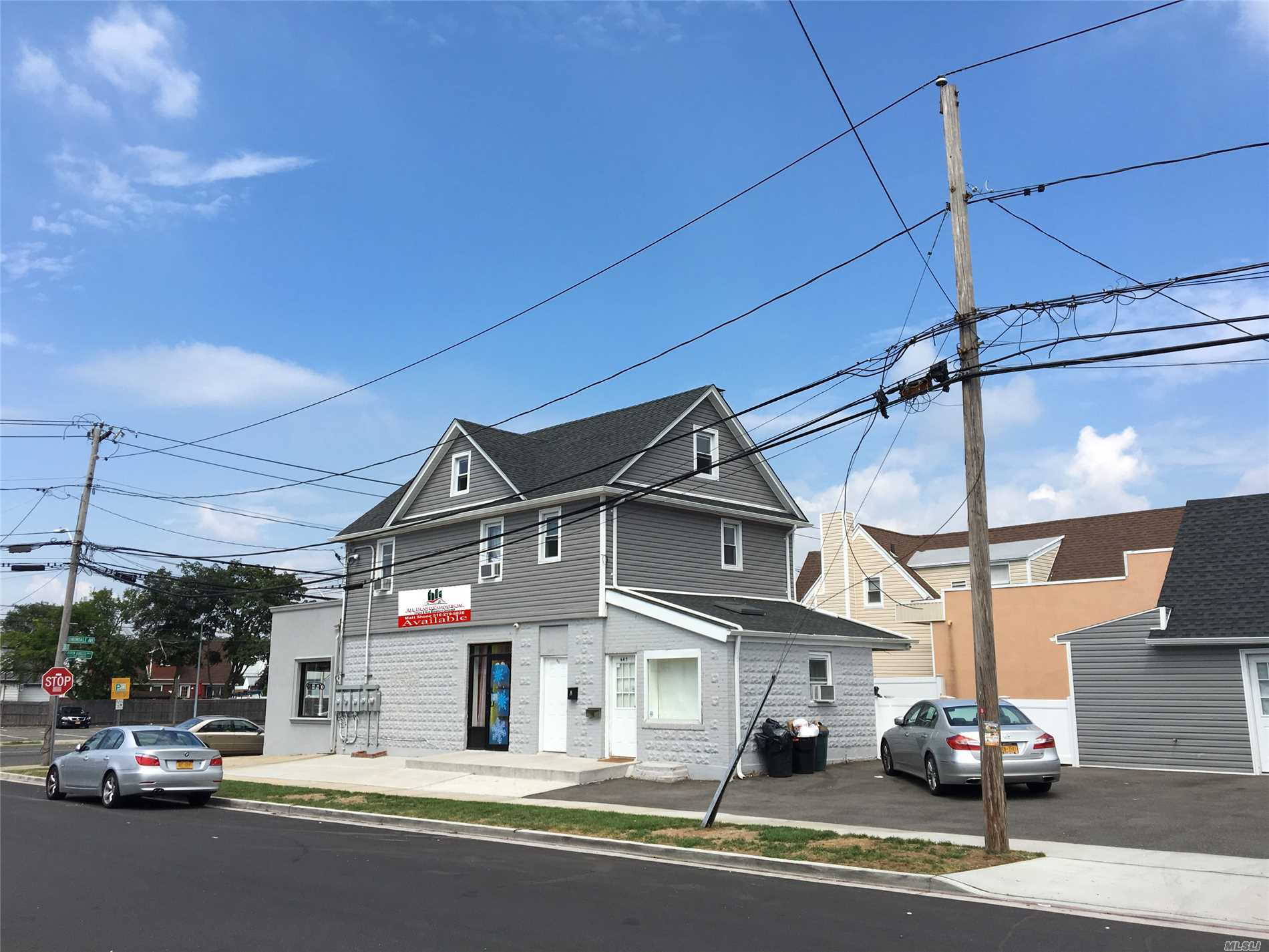 Photo of home for sale at 645 Beck St, Uniondale NY
