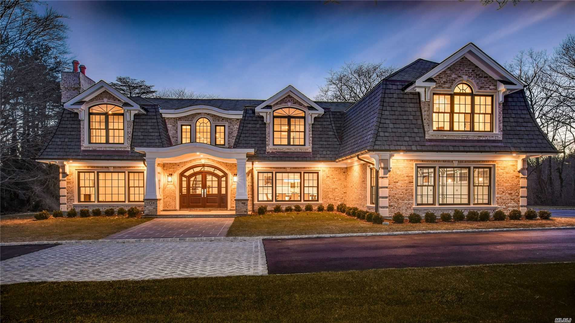 Photo of home for sale at 22 Applegreen Dr, Old Westbury NY