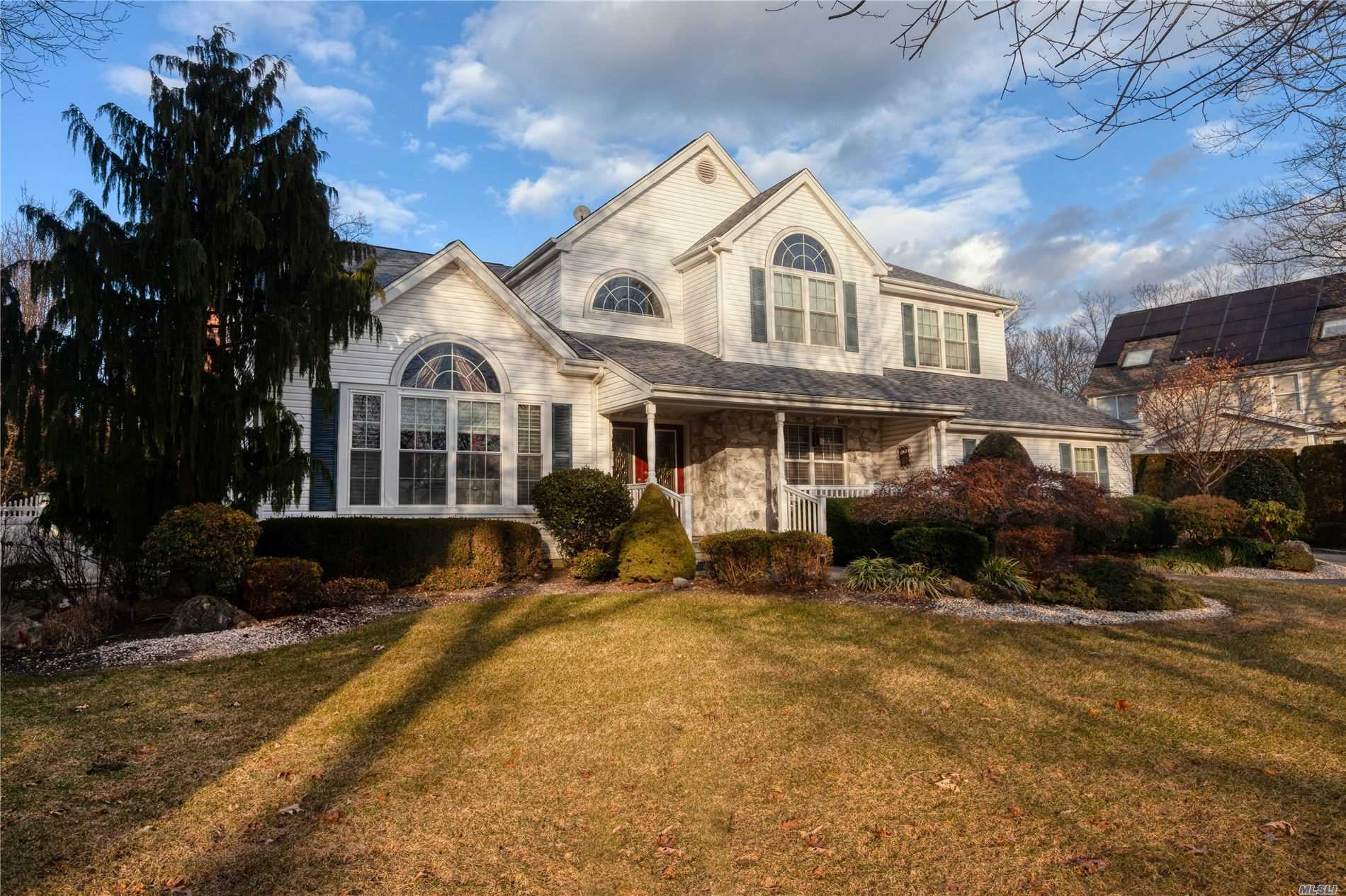 Property for sale at 4 Weeping Cherry Ln, Commack,  New York 11725