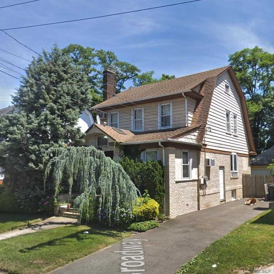 Photo of home for sale at 441 Broadway W, Cedarhurst NY