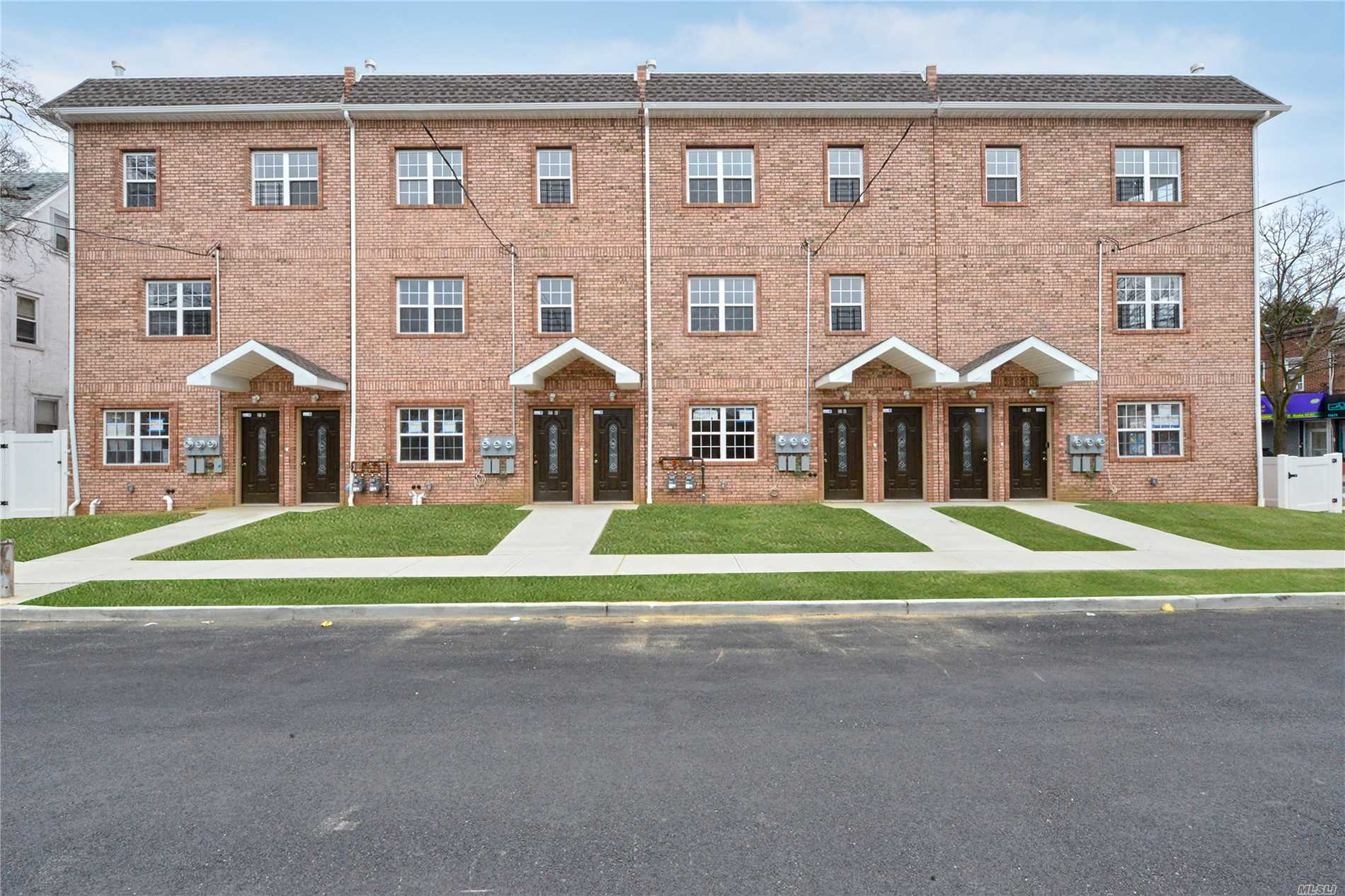 Photo of home for sale at 190-25 Dormans Rd, St. Albans NY