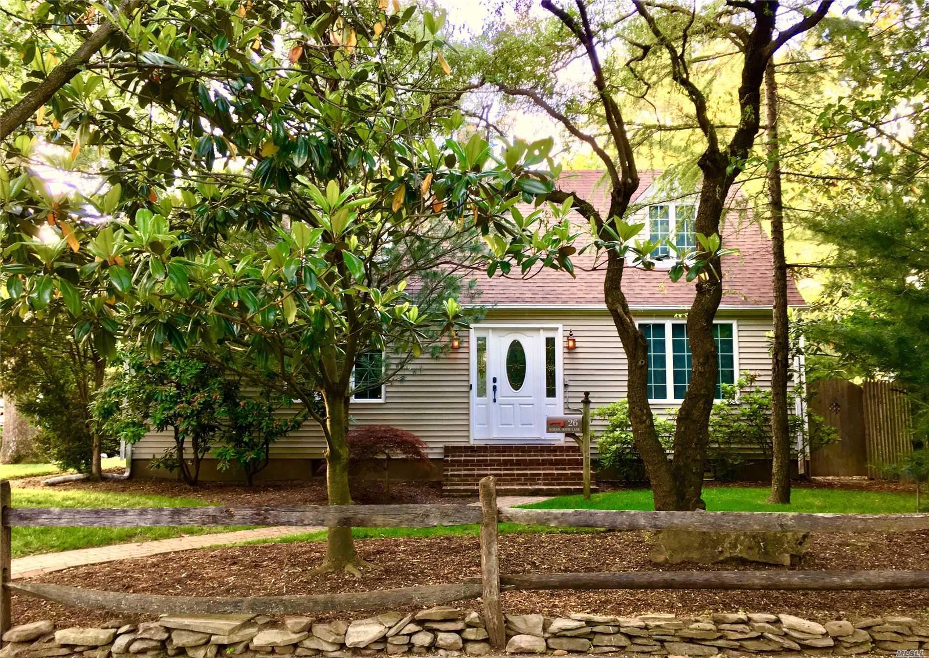 26 School House Ln Syosset NY 11791