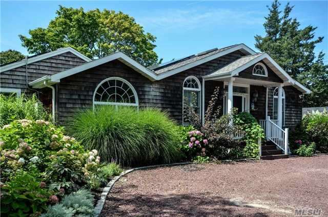 Photo of home for sale at 2260 Great Peconic Ba Blvd, Laurel NY