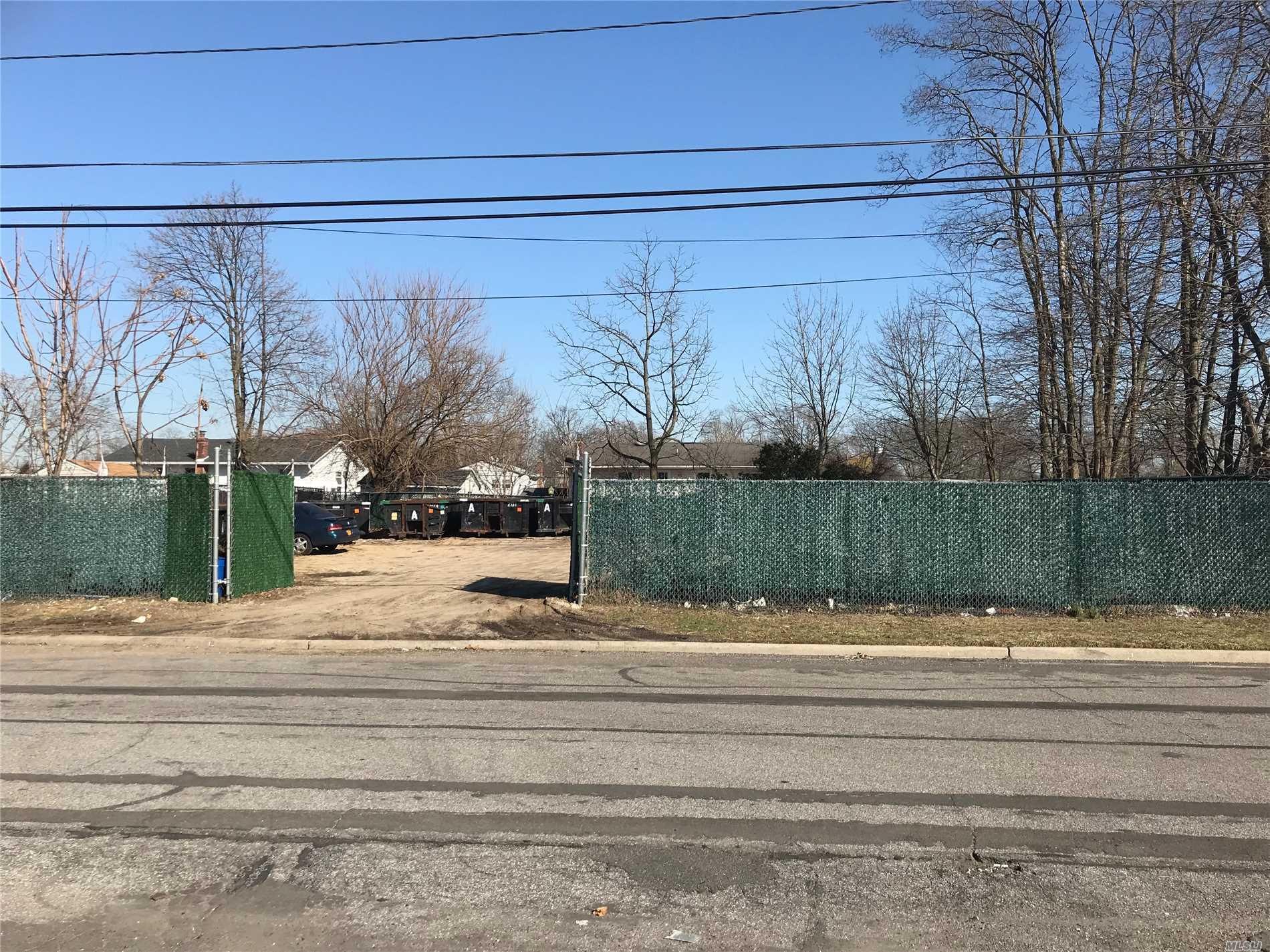 Photo of home for sale at 73* Stone Blvd, Massapequa NY
