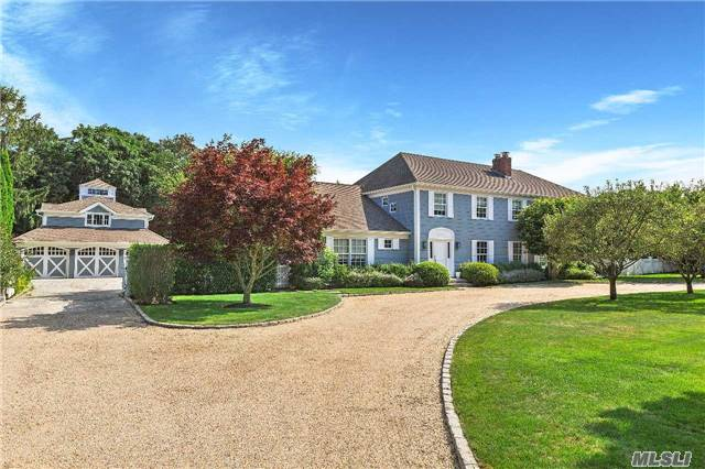 Photo of home for sale at 11 Pondview Ln, East Hampton NY