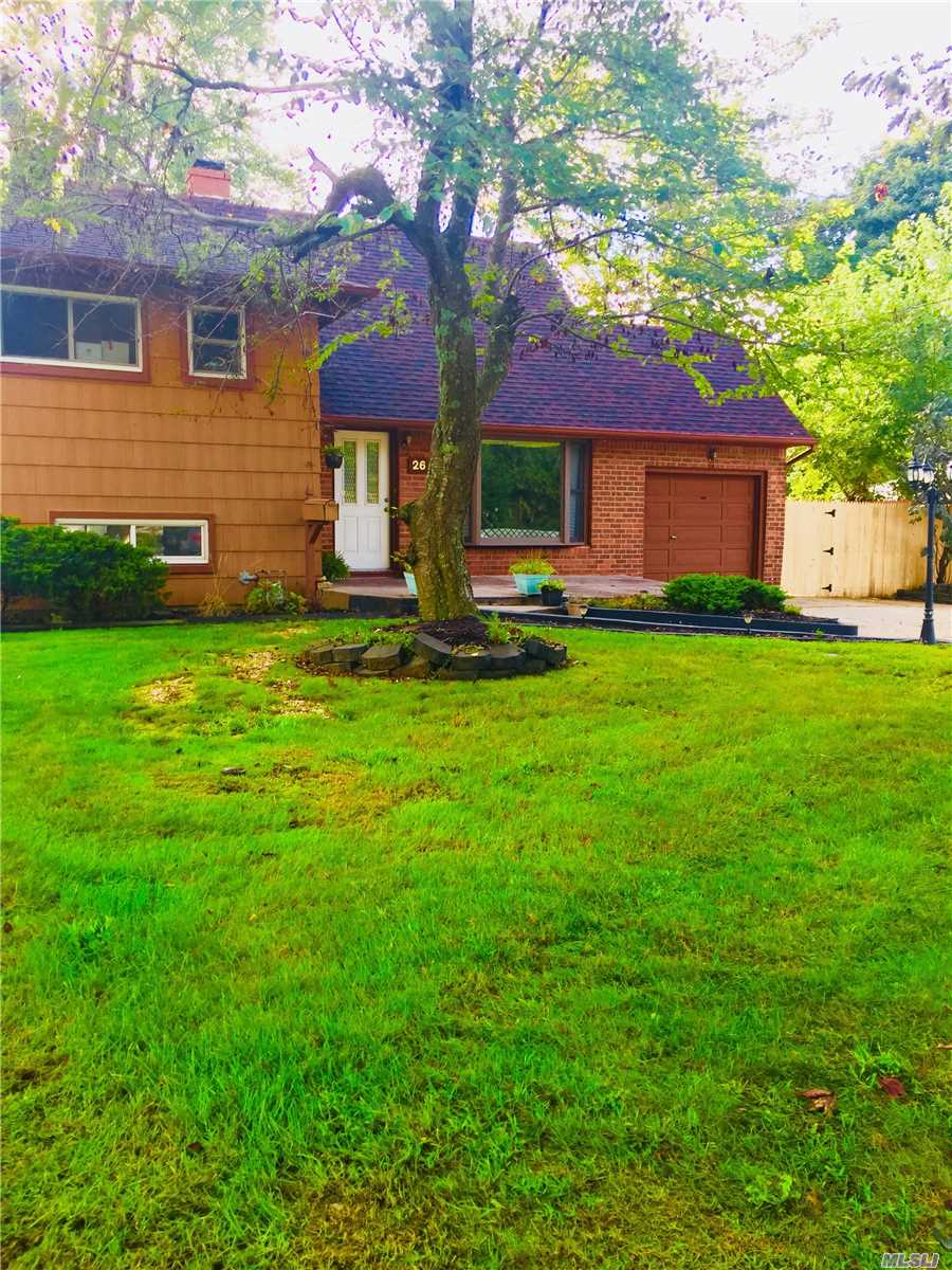 26 Wiltshire Dr, Commack, NY 11725
