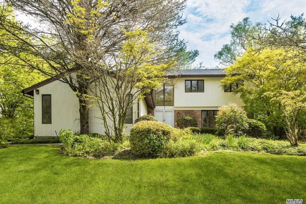 Property for sale at 7 Aldgate Drive W, Manhasset,  New York 11030