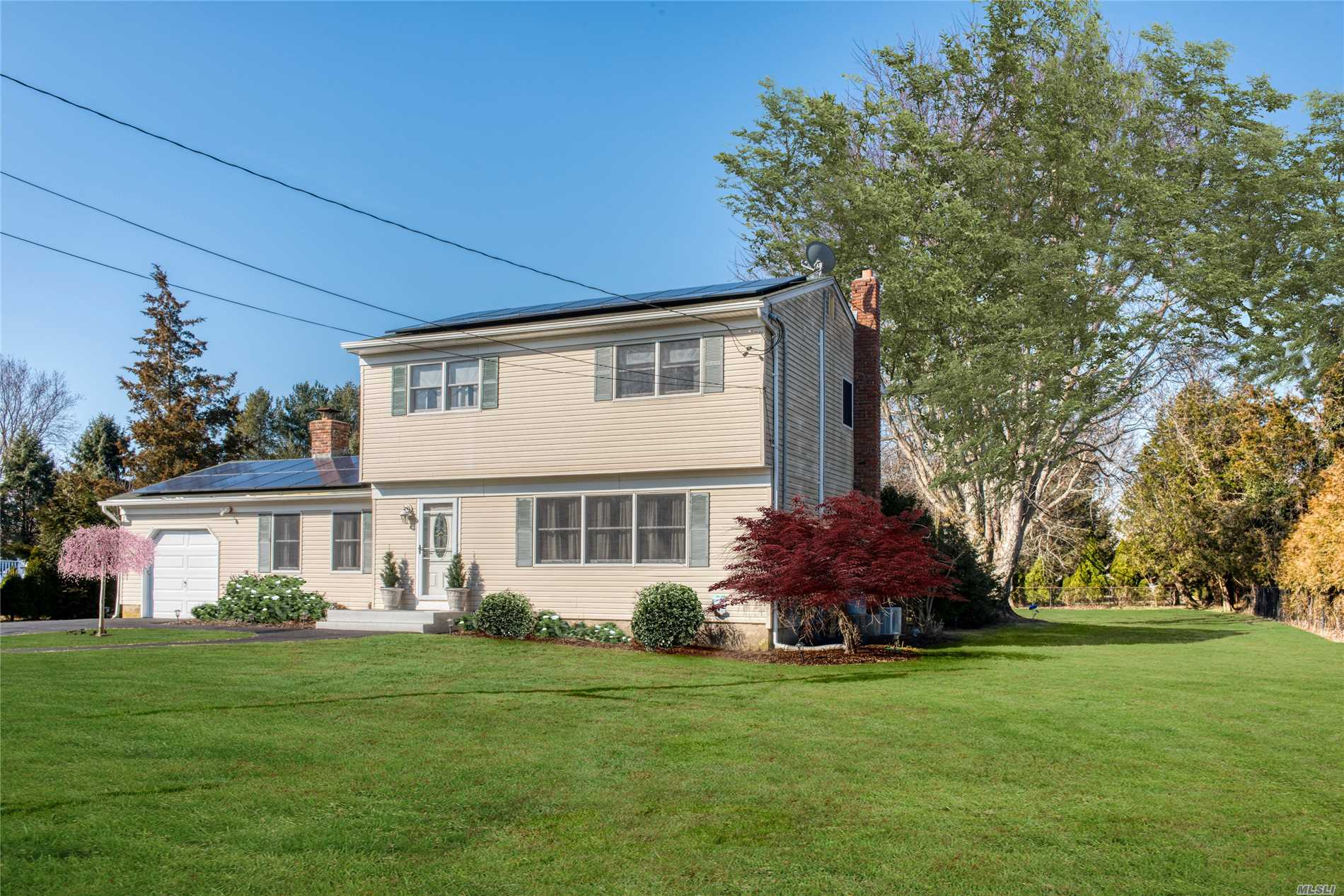 Photo of home for sale at 350 Donna Dr, Mattituck NY