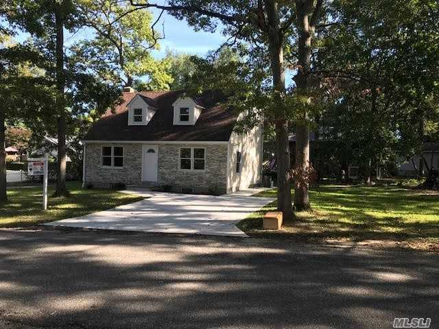 Photo of home for sale at 9 Knoll Rd, Rocky Point NY