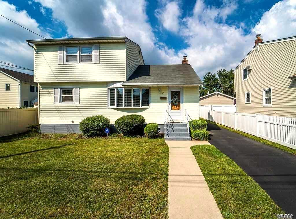 Photo of home for sale at 43 Dakota St, Hicksville NY