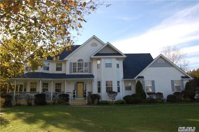 Photo of home for sale at 36 Old Neck Ct, Manorville NY
