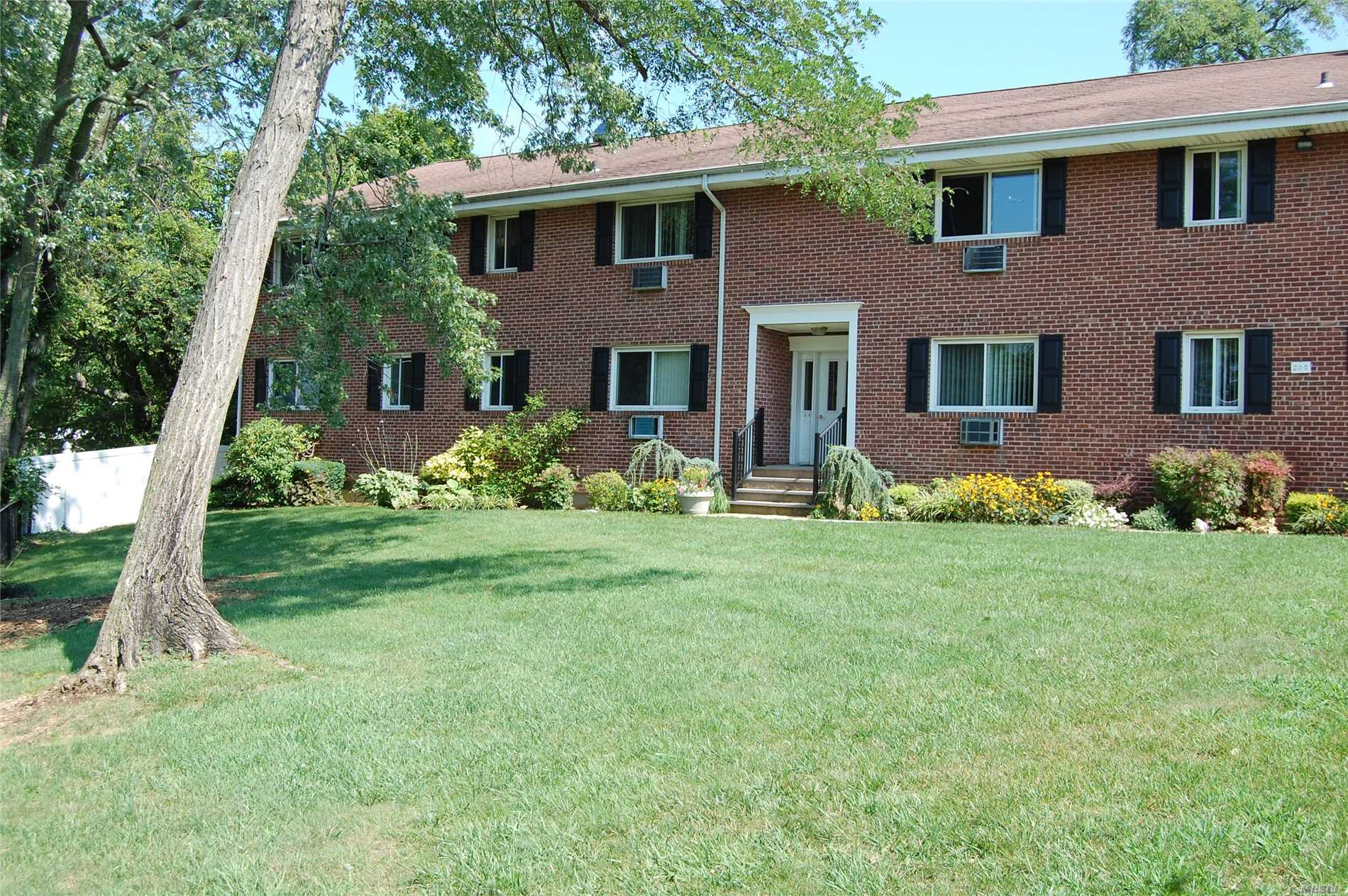Property for sale at 200 Merrick Rd, Amityville,  NY 11701