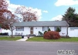 Photo of home for sale at 48 Shaw Ave, Islip NY