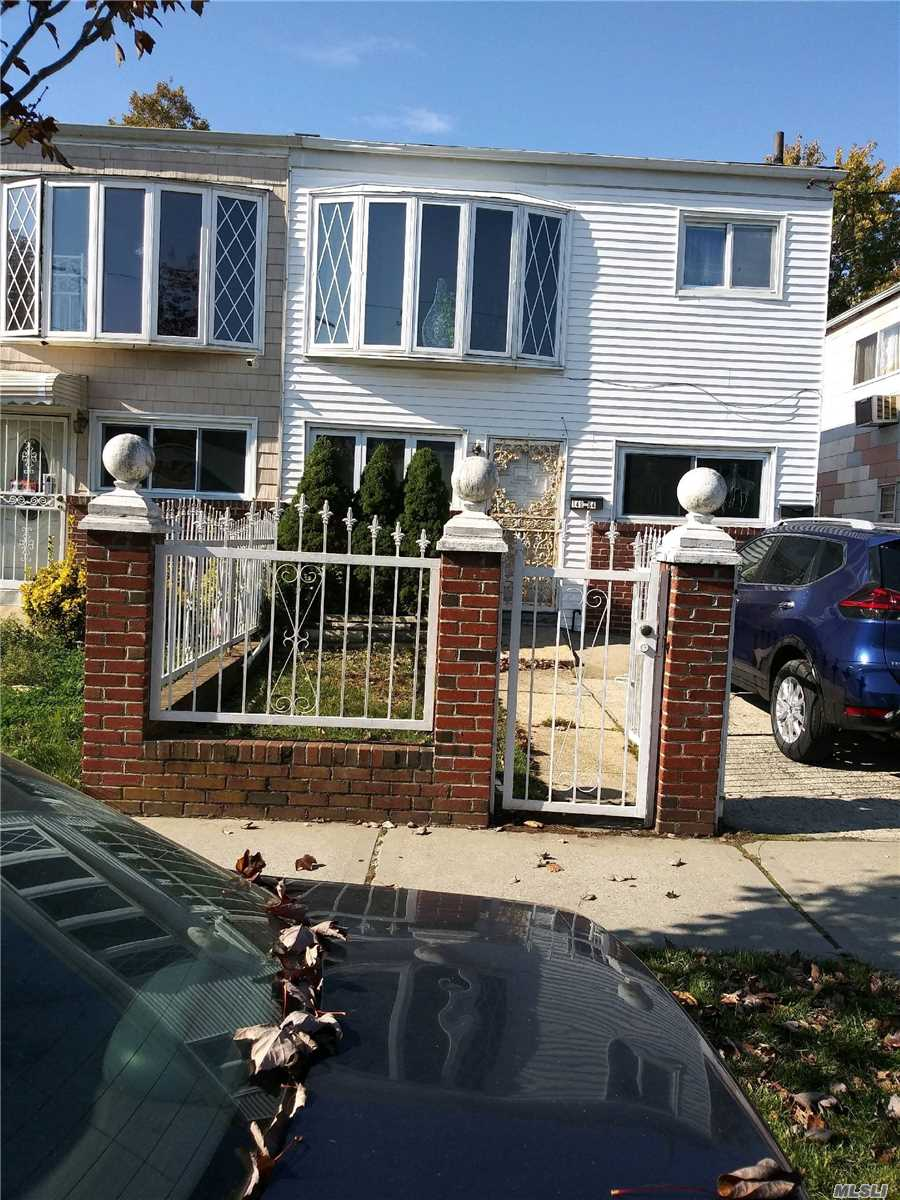 Photo of home for sale at 149-64 256th St, Rosedale NY