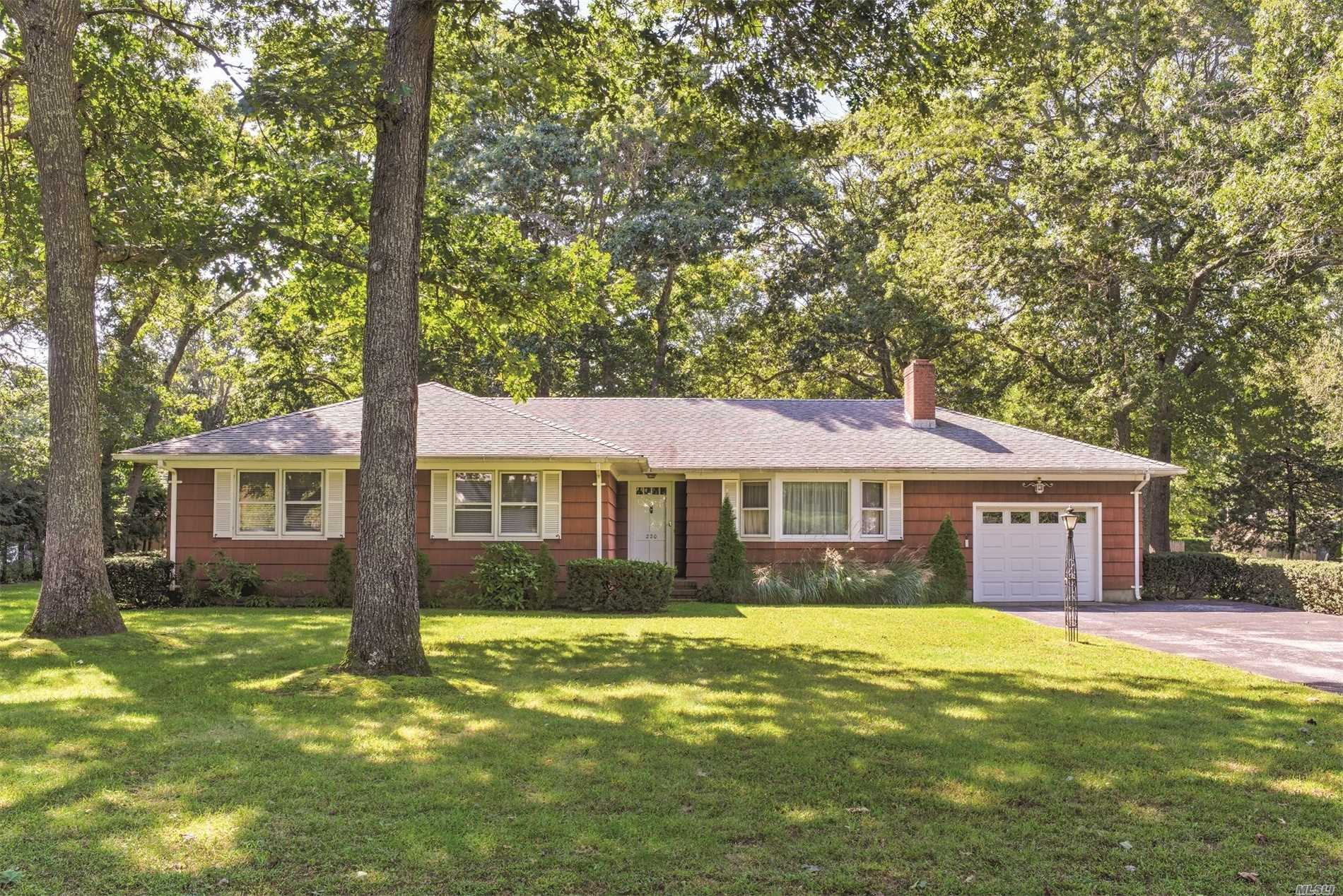 Photo of home for sale at 220 Cindy Ln, Mattituck NY