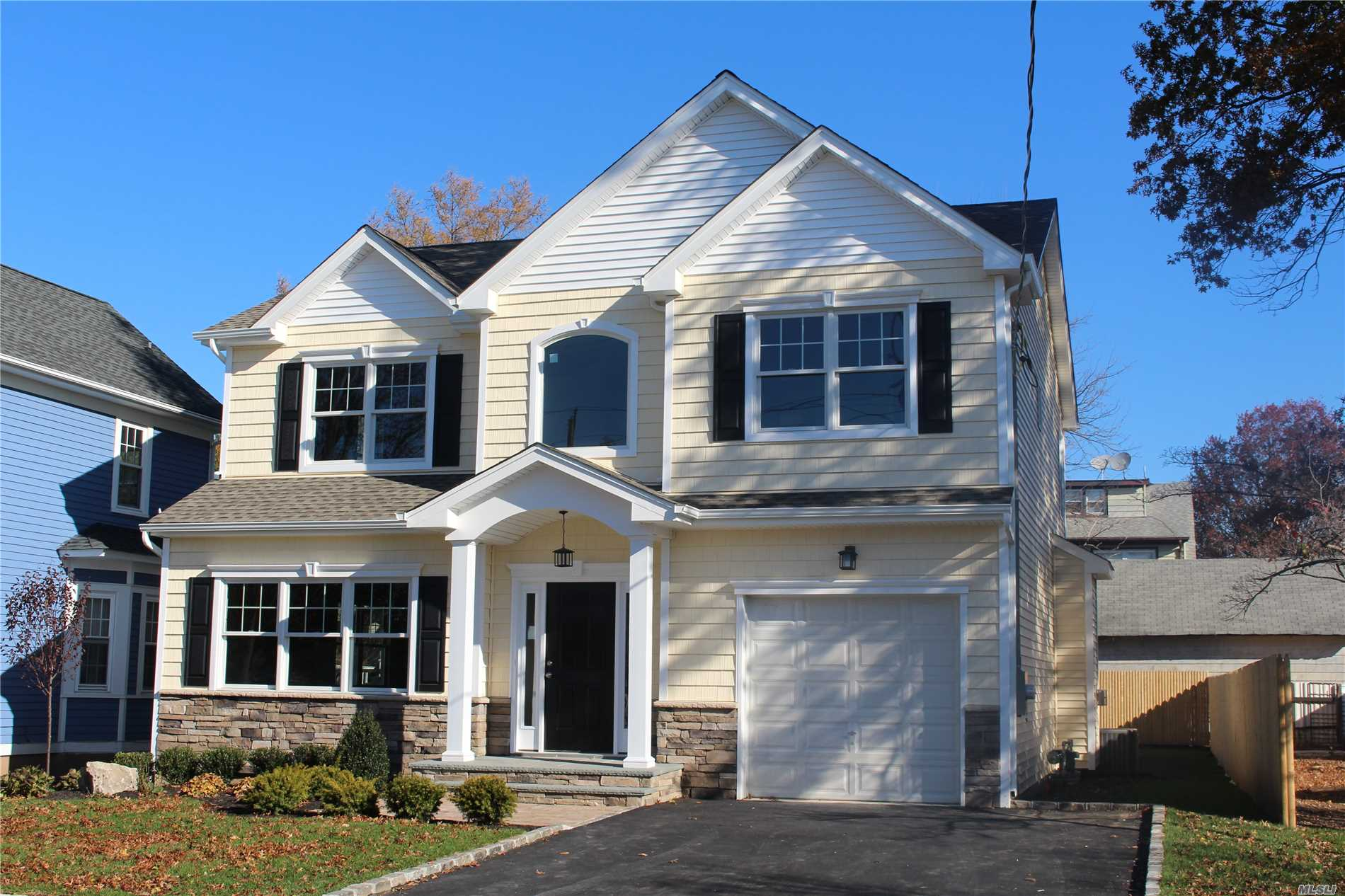 Photo of home for sale at 69 Kraemer St, Hicksville NY
