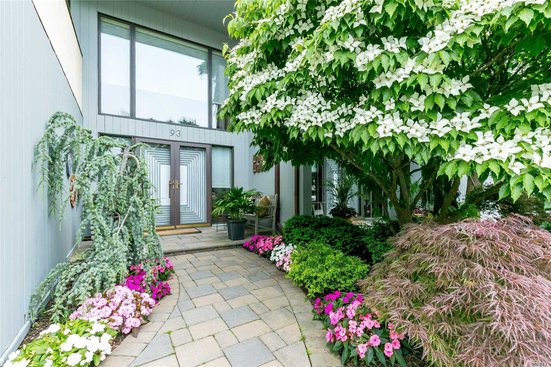 Property for sale at 93 Eagle Chase, Woodbury,  NY 11797
