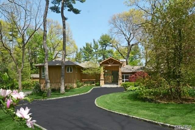Photo of home for sale at 3 Applegreen Dr, Old Westbury NY