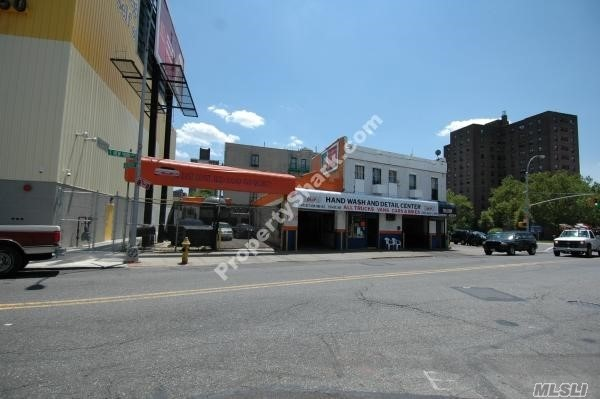 Photo of home for sale at 1638 New York Ave E, Brooklyn NY