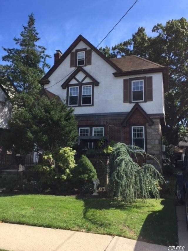 Photo of home for sale at 275 School St, West Hempstead NY