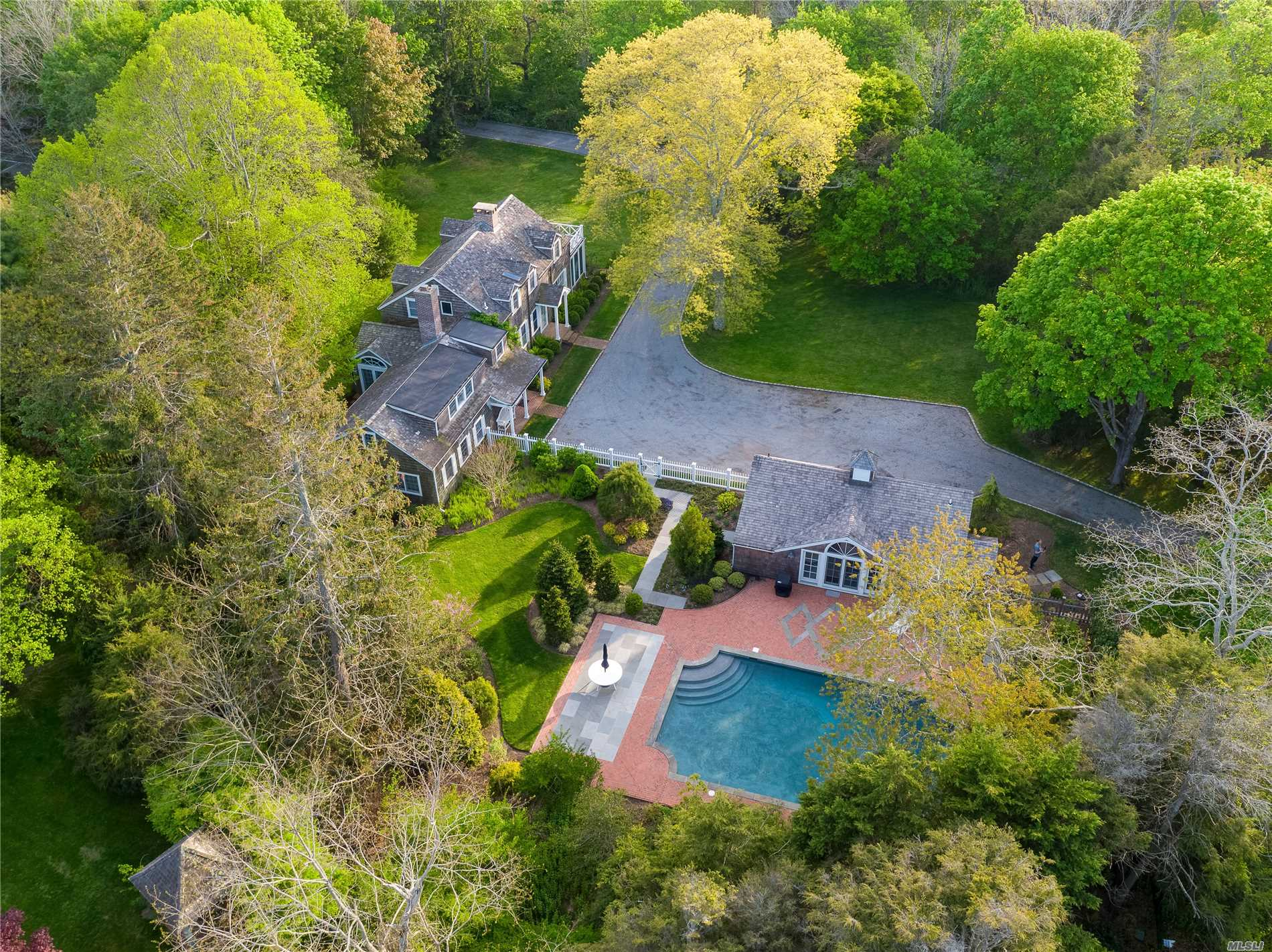 Photo of home for sale at 106 Quogue St, Quogue NY