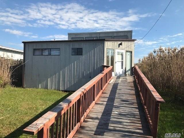 Photo of home for sale at 8 Cayuga, Ocean Bay Park NY