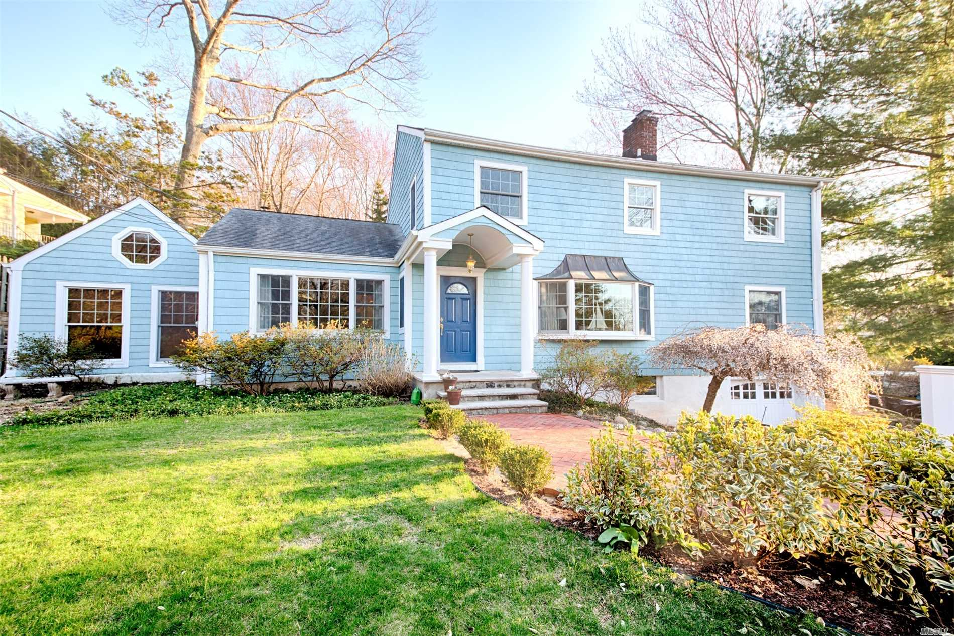 Photo of home for sale at 26 Valley Dr, Huntington NY