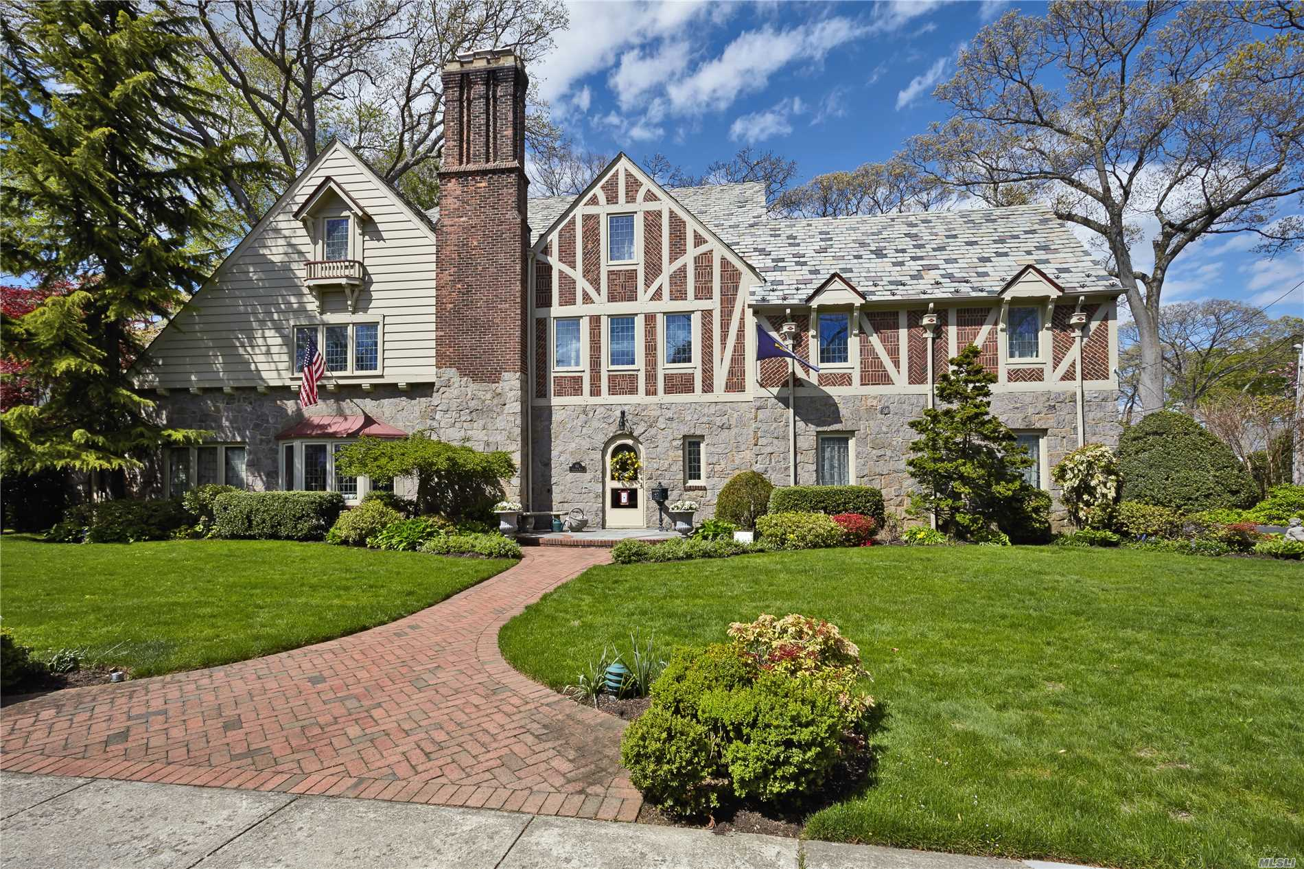 Photo of home for sale at 61 Andover Rd, Rockville Centre NY
