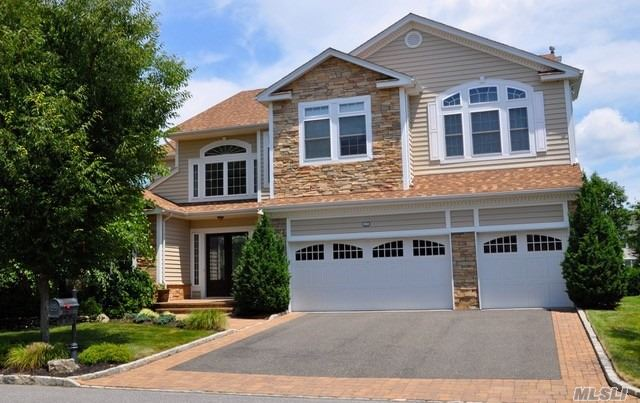 Photo of home for sale at 17 Pond View, St. James NY