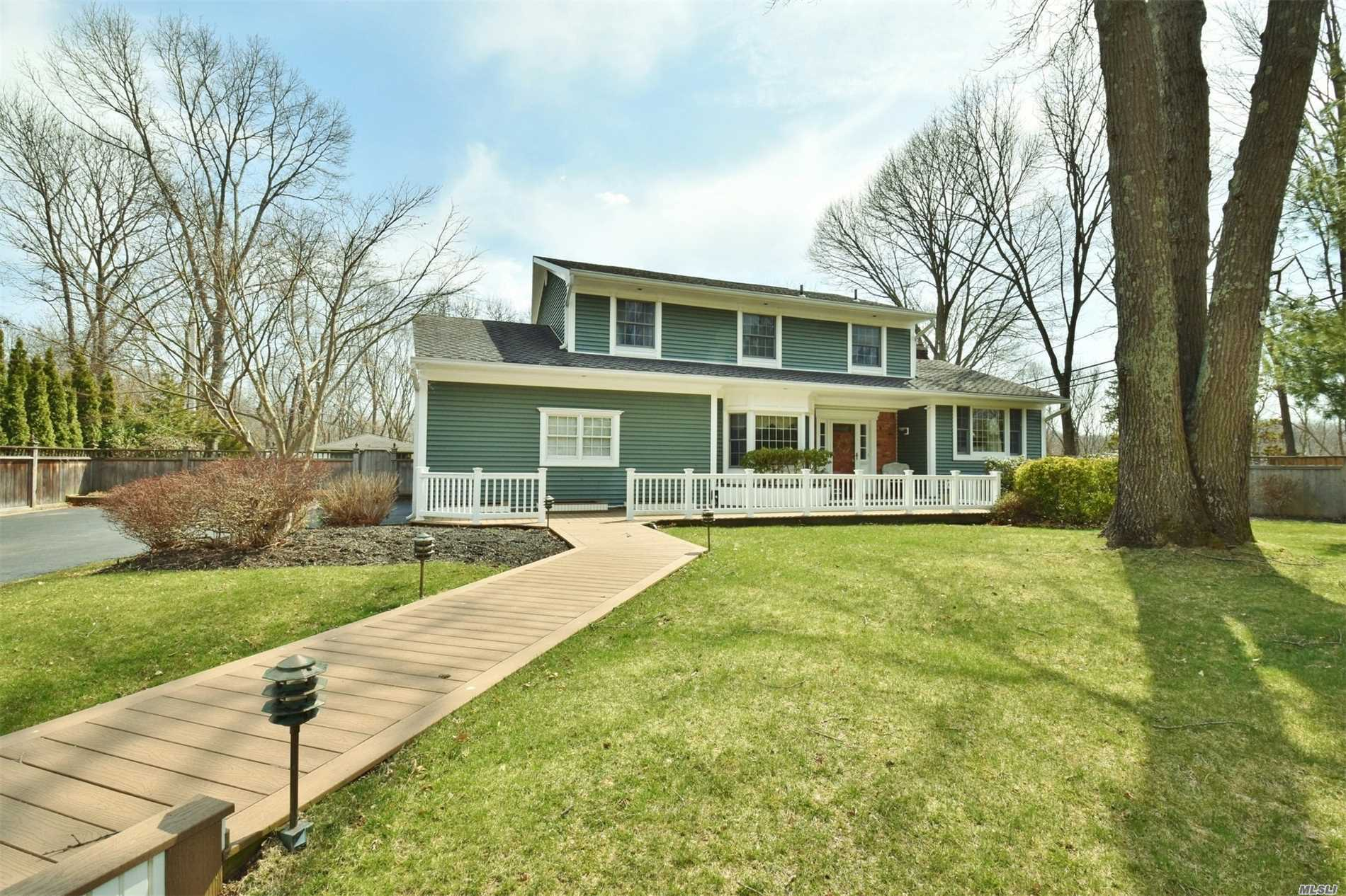 Photo of home for sale at 4 Sandy Dr, Smithtown NY