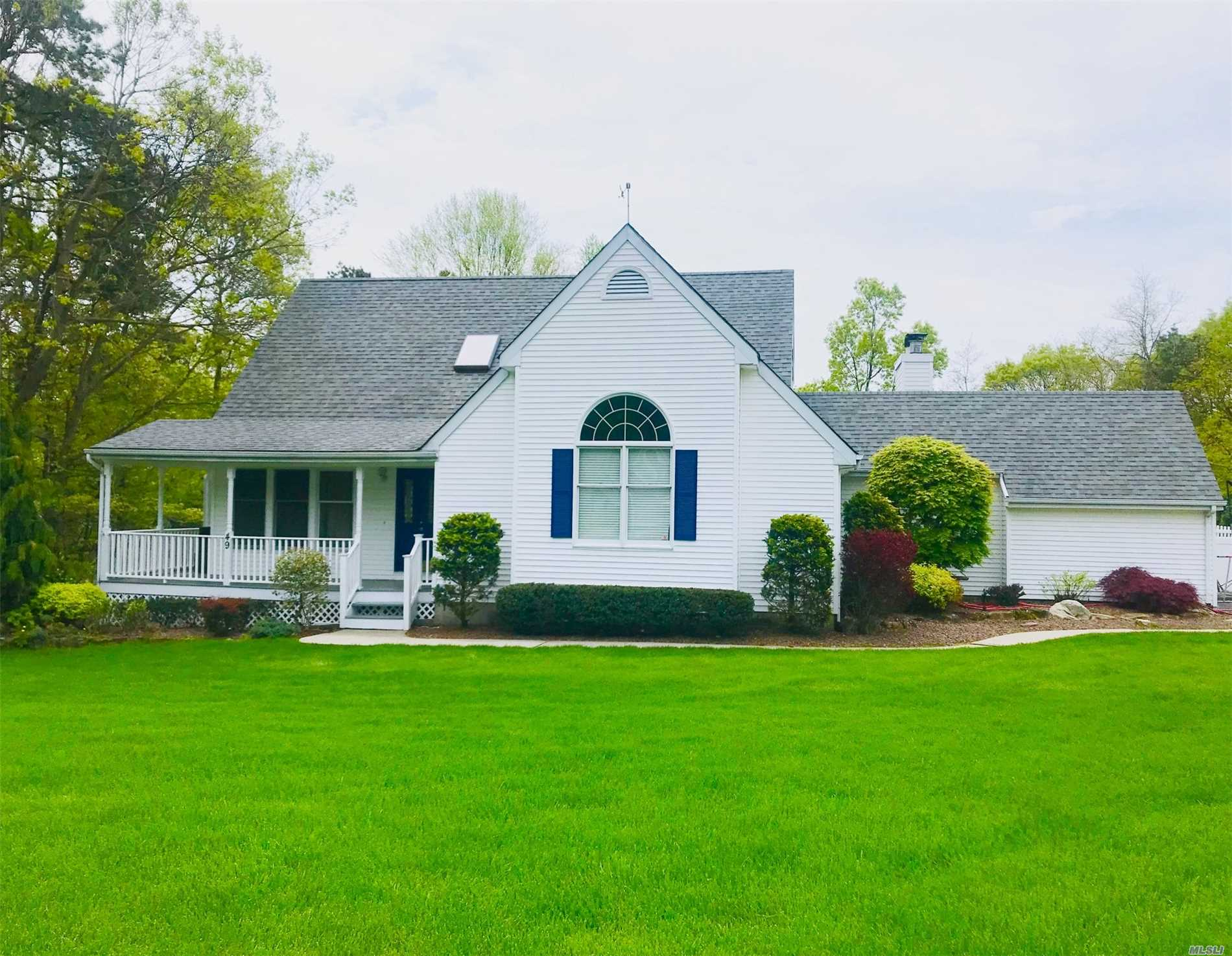 Photo of home for sale at 49 Amber Ln E, Wading River NY